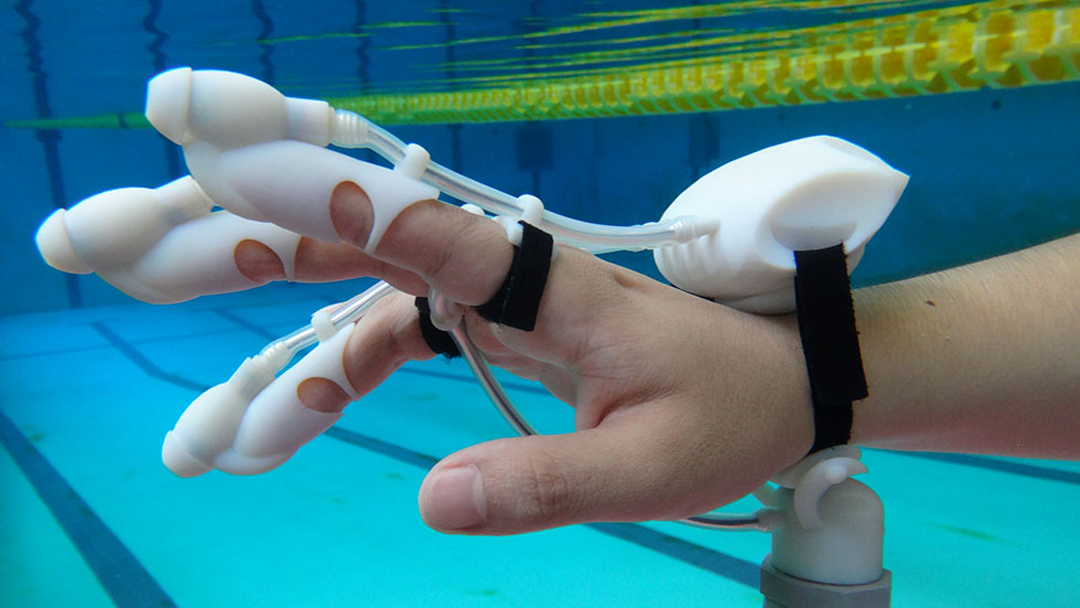 IrukaTact: Submersible Haptic Glove